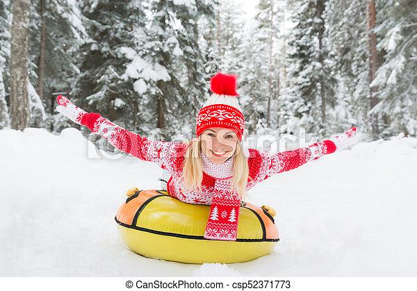 femme, extérieur, hiver, heureux - csp52371773