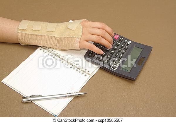 femme, feuille, syndrome, tunnel, carpien, main, papier, calculs - csp18585507