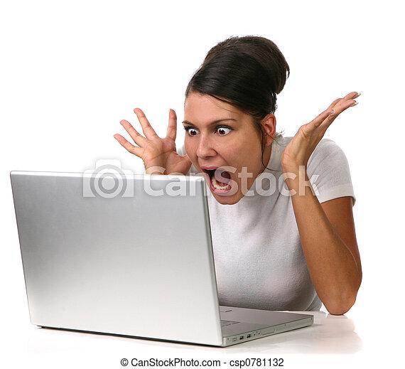 femme, informatique, choqué, elle, quelque chose - csp0781132