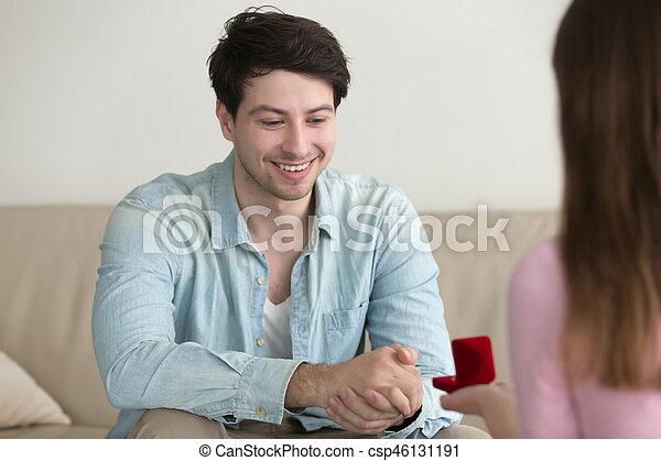 femme, jeune, gâter, demander, proposer, petite amie, homme, petit ami - csp46131191
