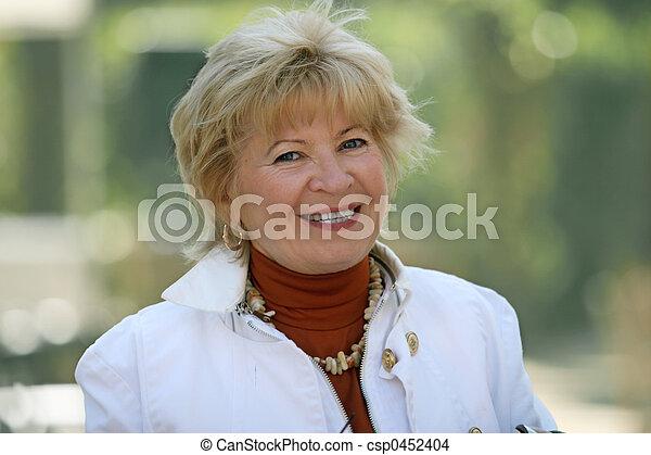 femme, mûrir, heureux - csp0452404