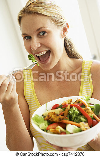 femme mange, salade, sain, mi adulte - csp7412376