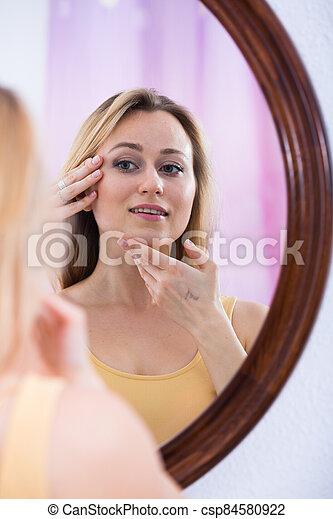 femme, miroir, regarder - csp84580922