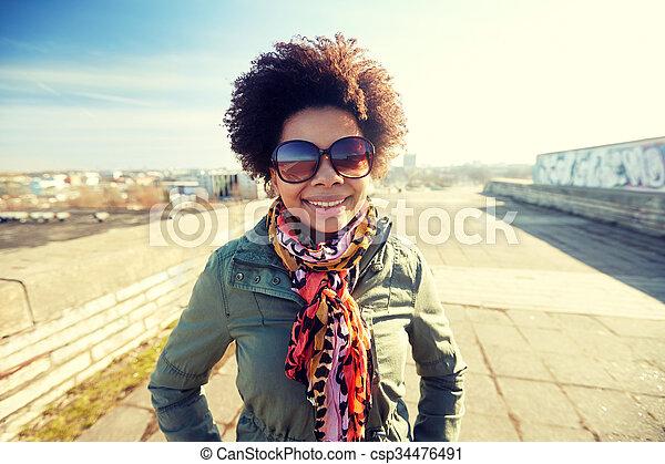 femme, nuances, rue américaine, africaine, heureux - csp34476491