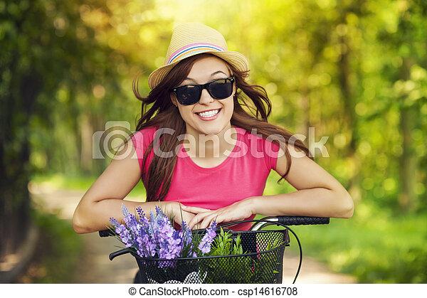 femme, parc bicyclette, équitation, portrait, sourire - csp14616708