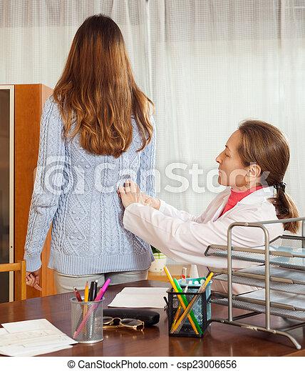 femme, patient, docteur, derrière, toucher, malade, professionnel - csp23006656