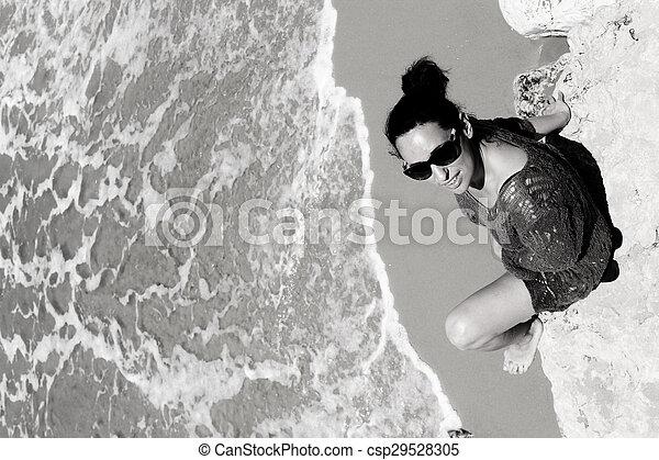 femme, plage - csp29528305