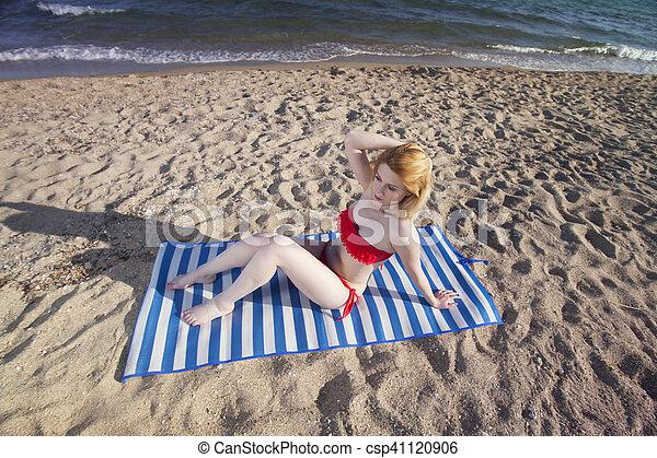 femme, plage - csp41120906