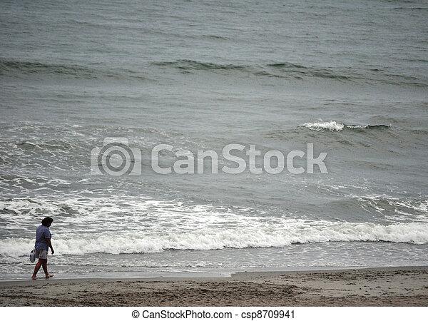femme, plage - csp8709941
