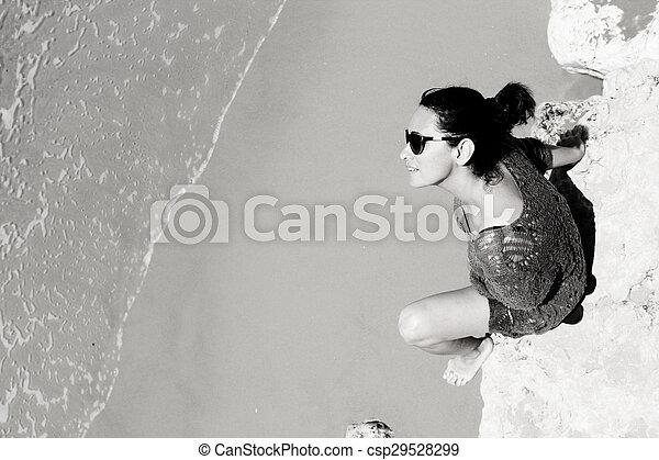 femme, plage - csp29528299