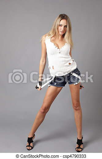 femme, porter, jeune, short, jean - csp4790333