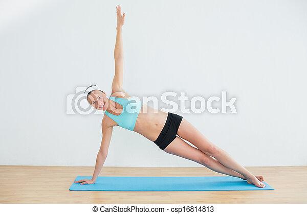Femme Pose Yoga Mince Cote Portrait Planche Entiers Pose Yoga Mince Jeune Cote Longueur Femme Studio Fitness