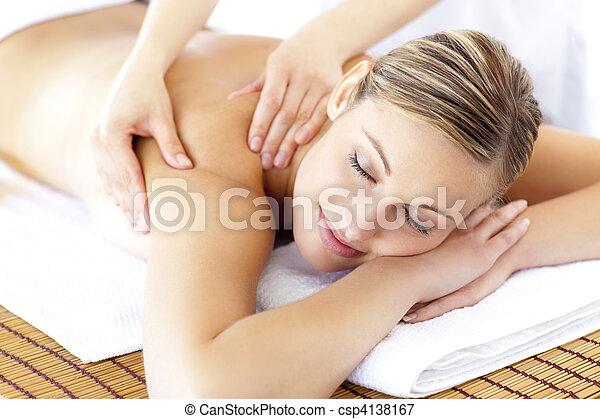 femme, réception, décontracté, sourire, massage dorsal - csp4138167
