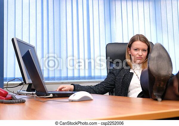 Femme rel che elle business pieds bureau