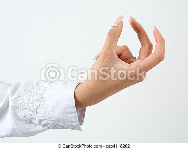 femme, tenant main, quelque chose - csp4118262