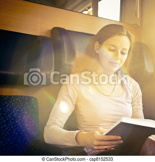 femme, train, jeune, quoique, livre, lecture - csp8152533