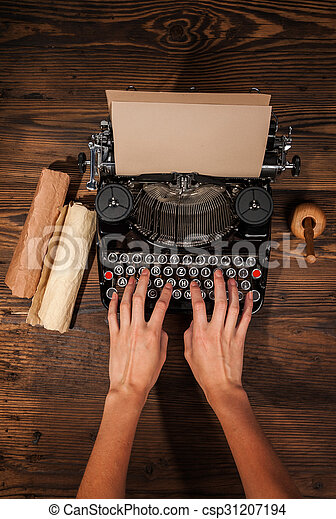 femme, vieux, machine écrire, dactylographie - csp31207194