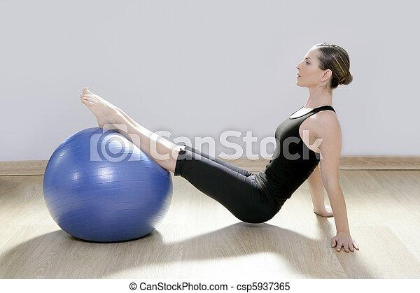 femme, yoga, gymnase, balle, stabilité, pilates, fitness - csp5937365