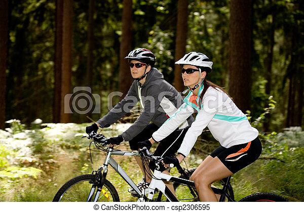 femmes, cyclisme, deux, forêt - csp2306595