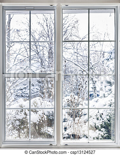 Winterblick durchs Fenster - csp13124527