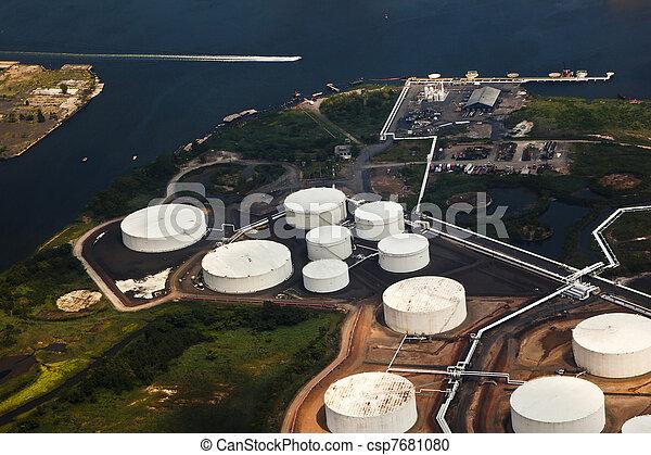 ferme, huile, rivière - csp7681080