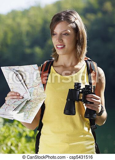 fernglas, landkarte, woman, wandert - csp5431516