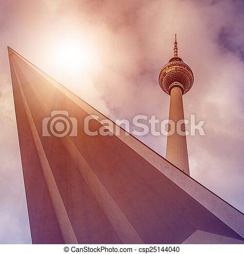 Fernsehturm Berlin - csp25144040