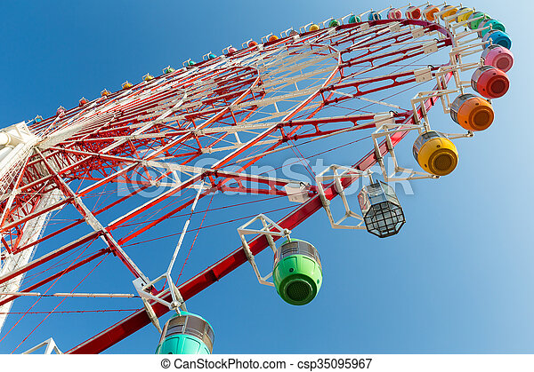 Ferris wheel from low angle - csp35095967