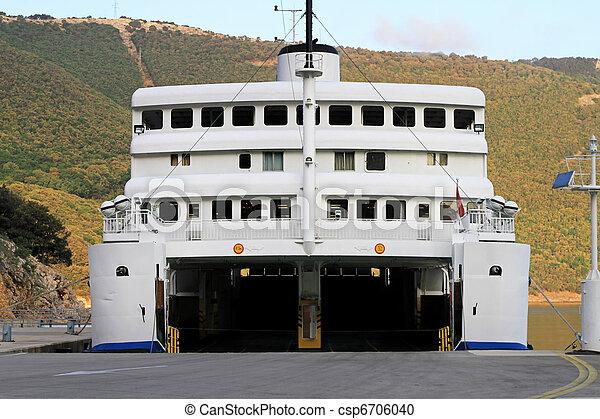 Ferry boat ouvert bateau voiture porte garage ouvert for Garage ouvert autour de moi
