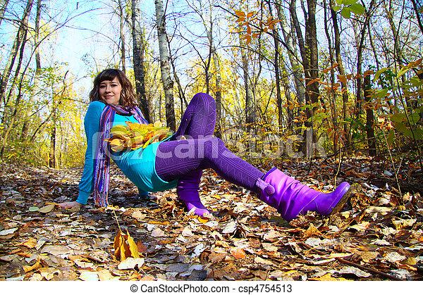 feuilles, jeune, automne, automne, girl, mensonge - csp4754513