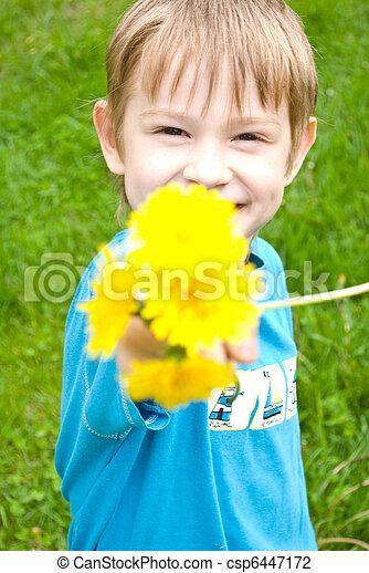 fiú, boldog, gyermekláncfű - csp6447172