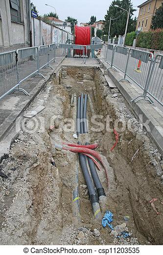 fibra, cabo, ótico, escavação, condutos, deitando, local, construção, estrada, elétrico - csp11203535