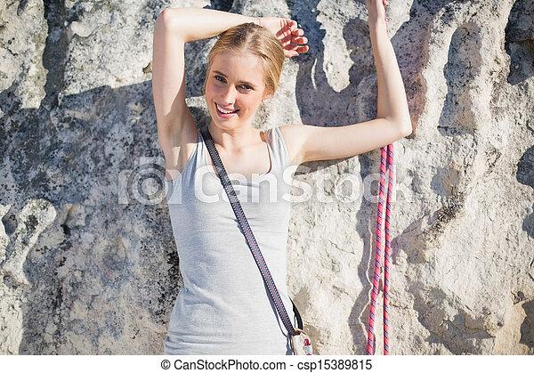 ficar, frente, mulher sorridente, rocha - csp15389815