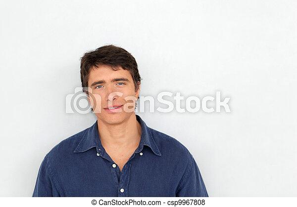 ficar, jovem, fundo, retrato, branca, homem - csp9967808