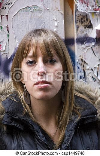 ficar, mulher, rasgado, anúncios, jovem, contra, adulto - csp1449748