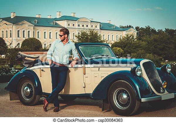 fiducioso, ricco, giovane, convertibile, classico, uomo, cartella - csp30084363
