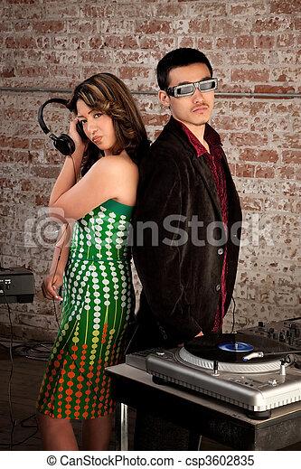 Fiesta de música disco de los 70 - csp3602835