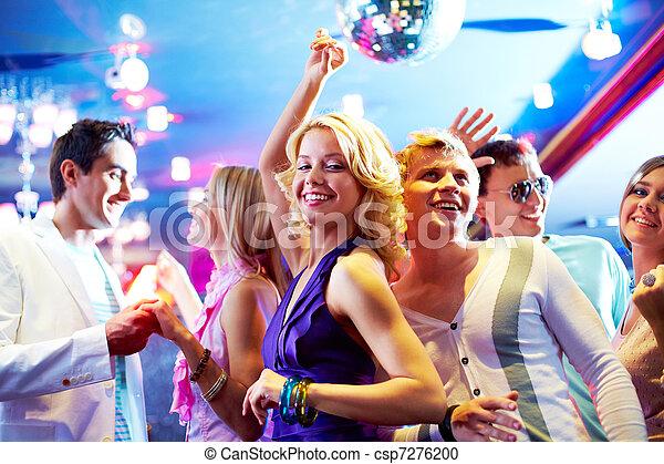 Bailando en la fiesta - csp7276200