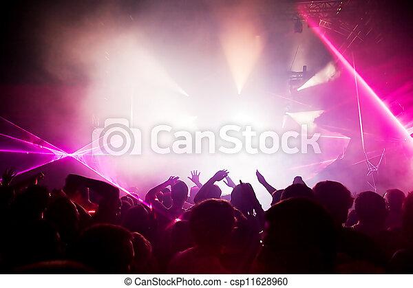 Gente en conciertos de música, fiesta disco. - csp11628960