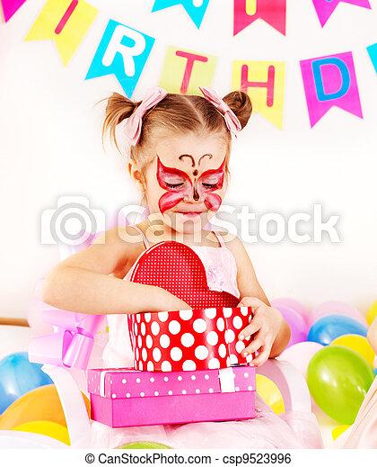Fiesta de cumpleaños infantil. - csp9523996