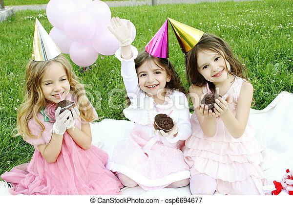 Fiesta de cumpleaños - csp6694677