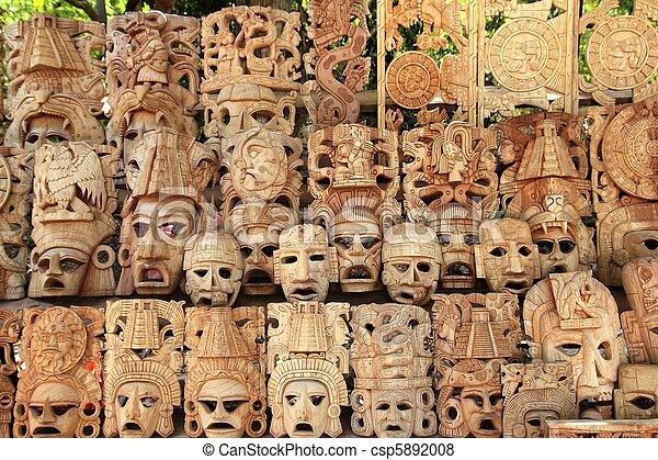 Las máscaras de madera mayas reman las caras de los barcos de México - csp5892008