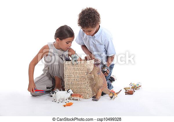 filhos jovens, tocando, brinquedos - csp10499328