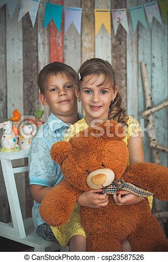 filhos jovens, tocando, brinquedos - csp23587526