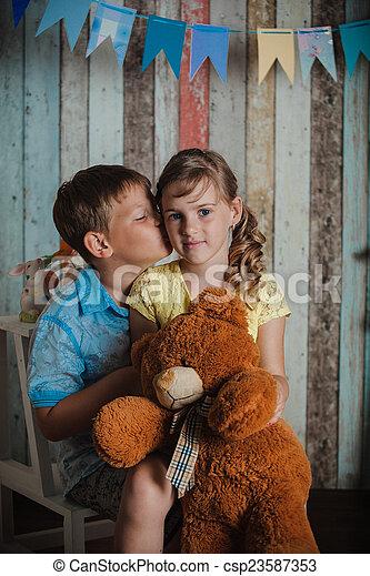 filhos jovens, tocando, brinquedos - csp23587353