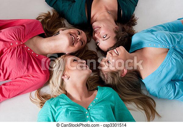 filles, 4, terrestre - csp3301514