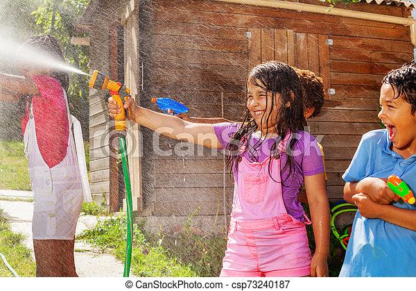 filma, sprinkler, gevär strid, vatten, lek, flicka - csp73240187