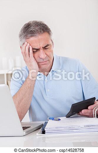 finanças, homem maduro - csp14528758