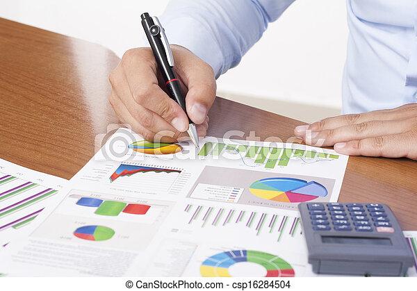 finanziell, daten, analysieren - csp16284504