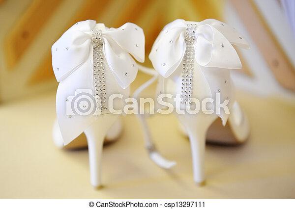 finom, white cipő, esküvő - csp13297111